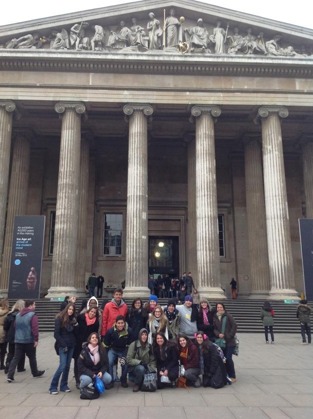 Grupo CP4 VCG 2013 em frente ao British Museum.