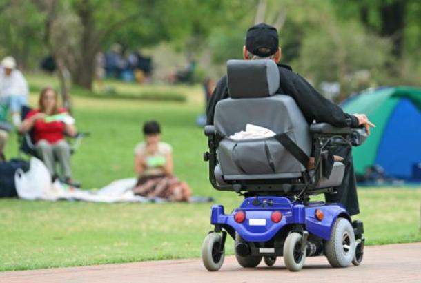 A cadeira de rodas elétrica
