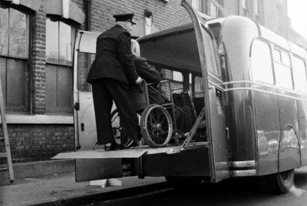 O ônibus com entrada para cadeira de rodas