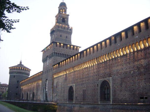 800px-Milano_-_Castello_sforzesco_-_Foto_Giovanni_Dall'Orto_11-giugno-2006_03