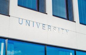 Faculdade no exterior: CP4 na revista EI!Belta