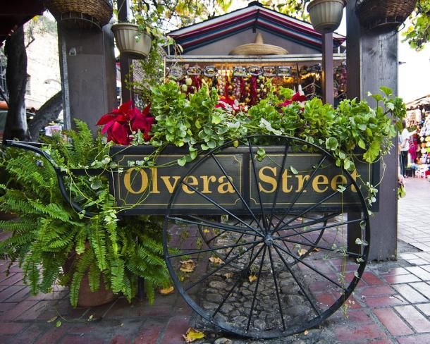 los-angeles-shopping-on-olvera-street-36026